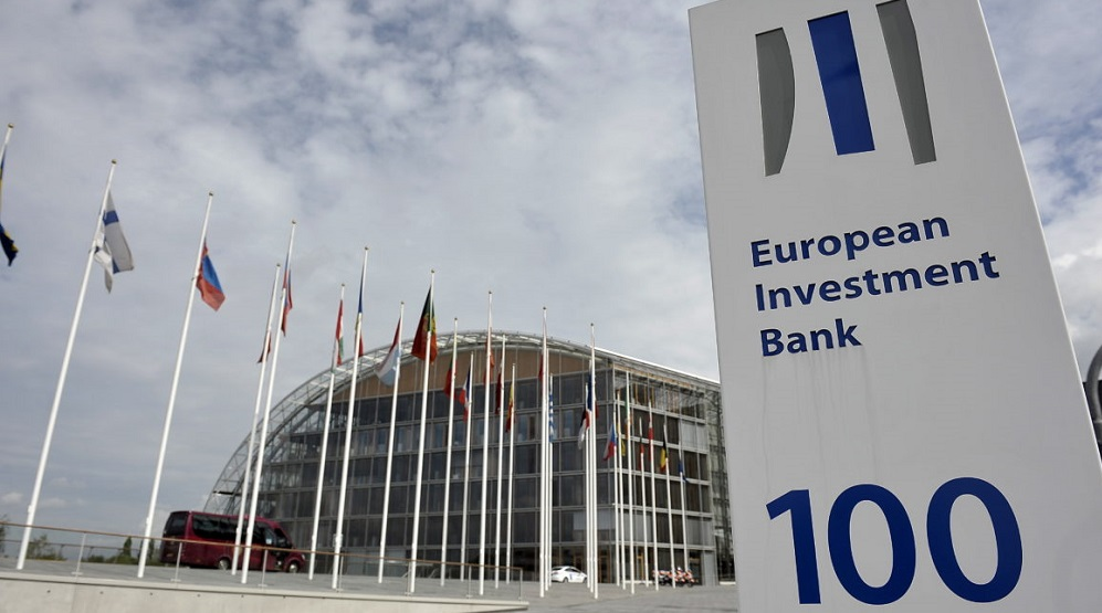 epa05101450 (FILE) A file photo dated 15 December 2008 showing an exterior view of the  European Bank of Investment in Luxembourg. The European Investment Bank has put on hold lending to the German carmaker Volkswagen, amid concerns that a previous loan may have played a role in its emissions scandal, the president of the European Union's lending arm Werner Hoyer says 14 January 2016. 'For many, many years we have been active in high-tech research and development with Volkswagen,' Werner Hoyer said in Brussels. 'We were astonished, disappointed and we are now concerned about the allegations, including indications by senior company executives of improper and possibly fraudulent behaviour by Volkswagen.'  EPA/NICOLAS BOUVY