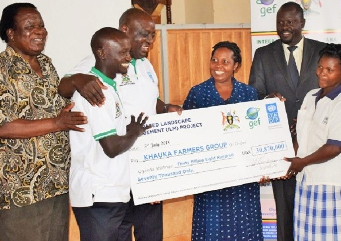 Farmers in Eastern Uganda receive small grants to tackle climate change